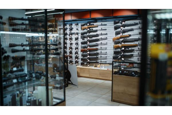 What Are the Differences Between Rifles, Shotguns and Handguns?